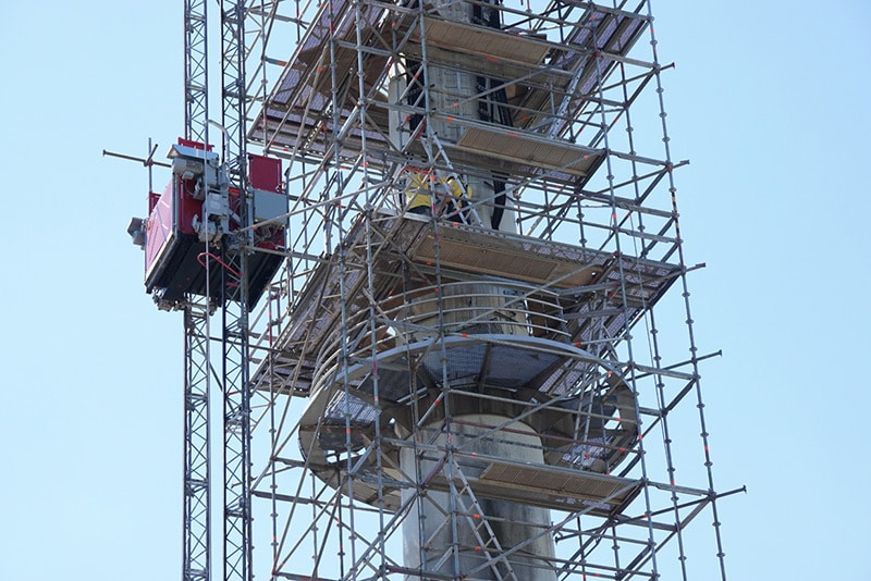 Demontage des 100 m hohen Antennenmastes am Polizeiareal Saarbrücken